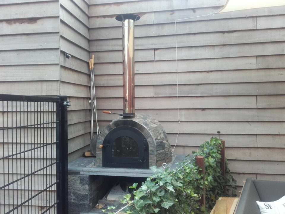 pizza oven in tuin